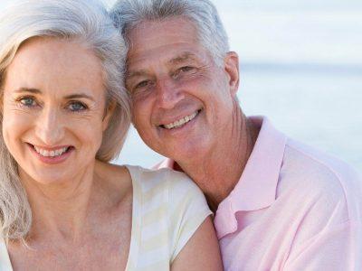 JANE, 66a, est une femme soignée, naturelle, souriante, entière, équilibrée, intelligente